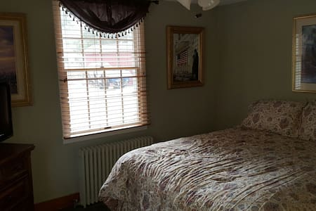 Private Bedroom with a shared bath - Roxbury Township - Ev