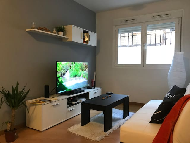 Cozy apartment with an amazing patio near metro