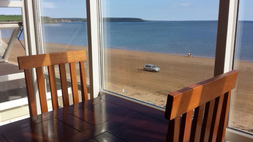Beachfront Seashells B+B Triple - Duncannon - Bed & Breakfast