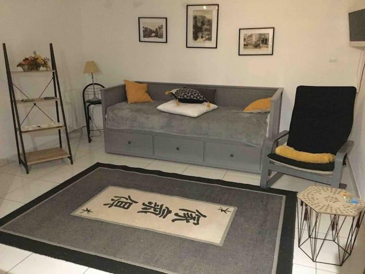 Loue studio indépendant 27m2 dans maison