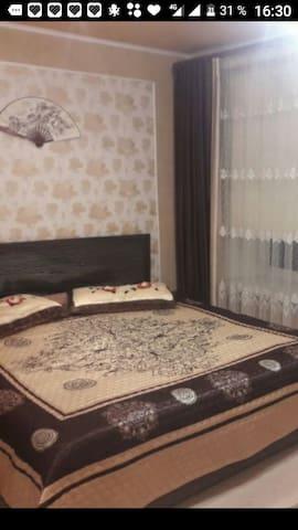 2 комнатная квартира р-н парка Горького (море)