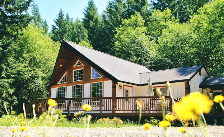 Lovely&Cozy Cabin, Hot Tub, Near White Pass Ski