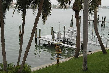 Ole Florida Key Style - Treasure Island - Selveierleilighet