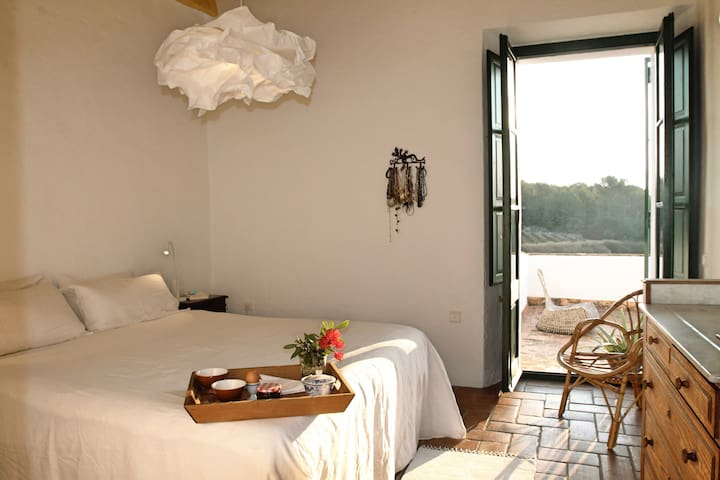 Lovely room in Masia, calm near Sitges
