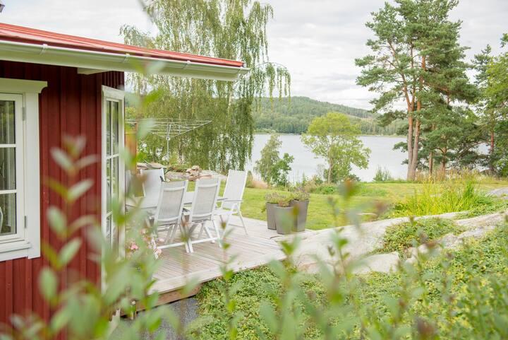 Lägenhet i stall med sjötomt utanför Gränna