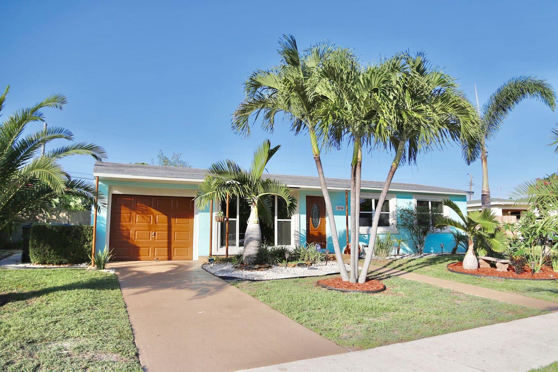 Florida Escape Beach Home on Lake Osborne w/ Pool