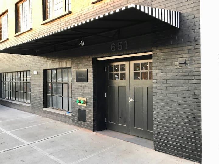 Boutique Gowanus Queen Studio