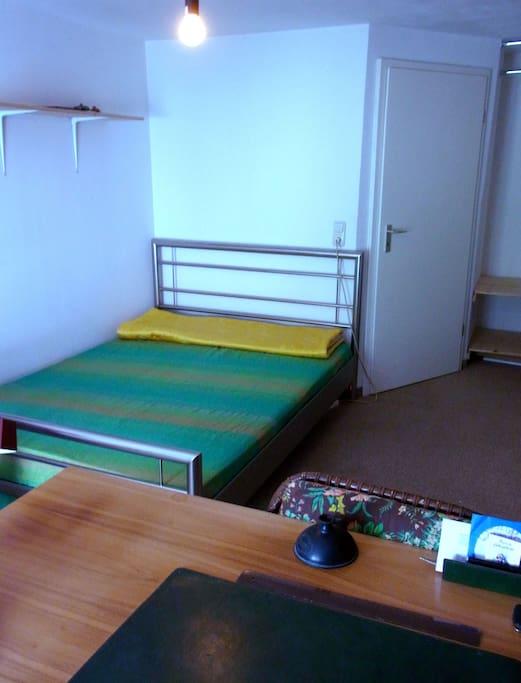 Großes Doppelbett.  Large double Bed.