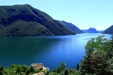 180 degree views of Lake Lugano and mountains - San Mamete - Daire
