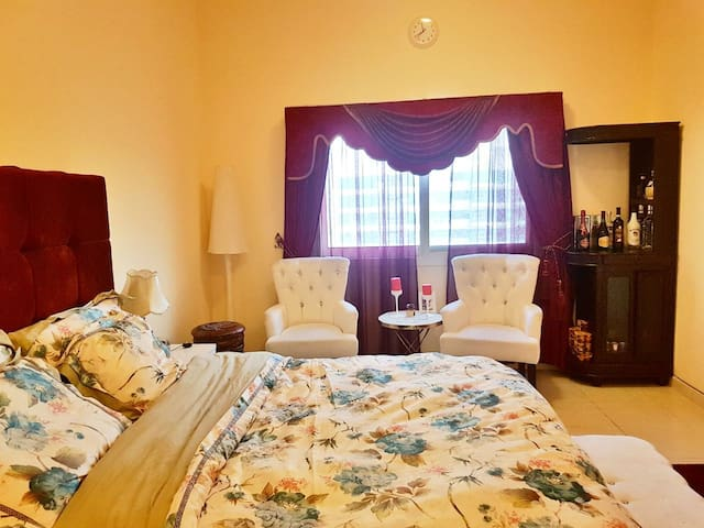 ROOM FOR RENT AT OUD METHA