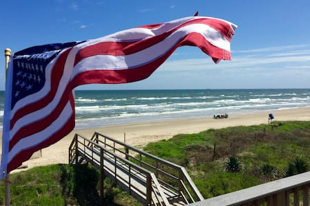 Front Row Beautiful New Beach Home - Surfside Beach - Haus