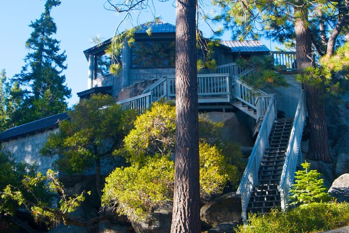 Like a Treehouse; Amazing Views, Walk to the Beach - Kings Beach - Hus