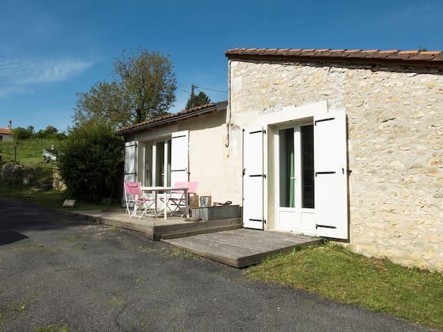 Gite dans un hameau aux portes d ´angouleme