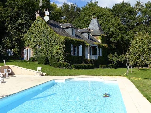 Maison de caractère dans l'Aveyron - Saint-Cyprien-sur-Dourdou - 一軒家