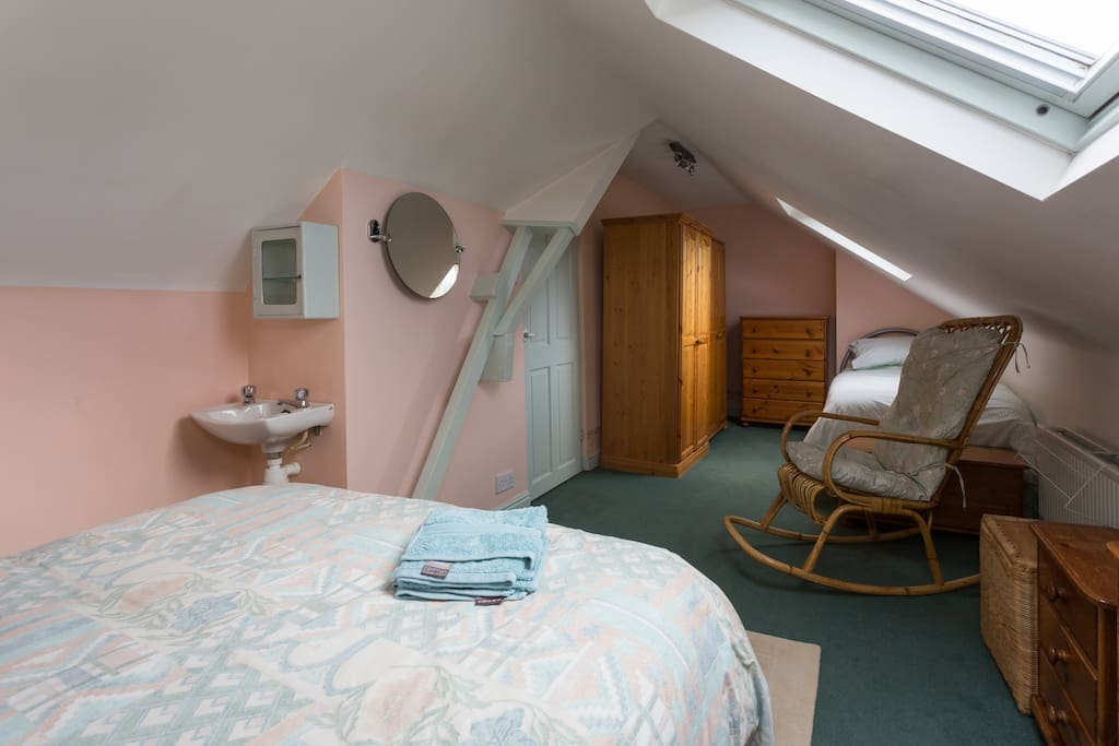 Cosy triple family attic room houses for rent in sheffield united kingdom - Houses attic families children ...