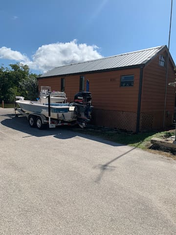 Everglades City waterfront cabin with dock