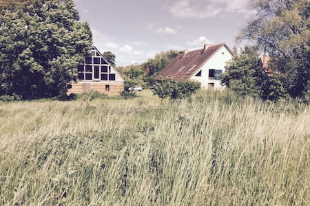 Lehmhaus in idyllischer Lage - Langen Jarchow - Řadový dům