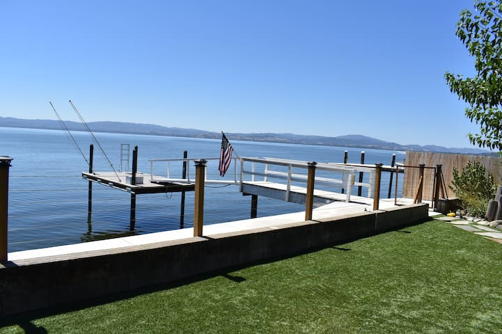 Casa De H2o - Come and Relax Lake Front!