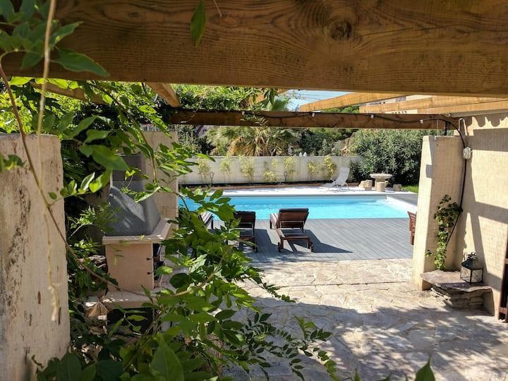 Jolie Villa 5* à 10' des plages piscine+parking+AC