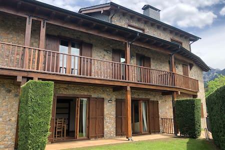 """House in """"La Cerdaña"""" (Pyrenees)"""