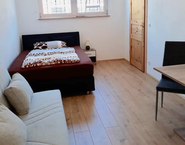 Neue 2 Zimmer Unterkunft mit eigenem Hauseingang