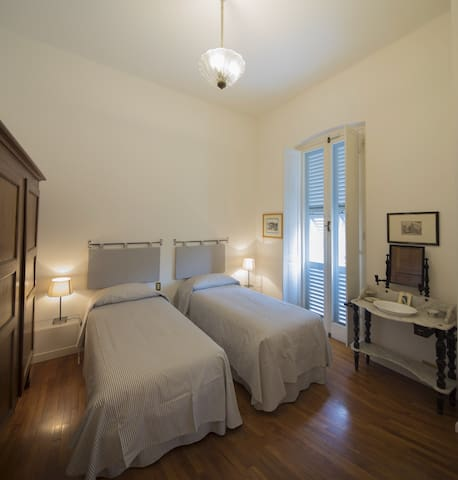 3 bedroom with either twin or doublebed