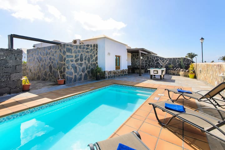 Tranquil Villa Piedra Close to Beach with Heated Pool, Mountain View, Wi-Fi & Air Conditioning; Parking Available