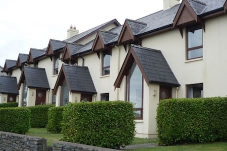 Seascape Cottages  - 3 Bedroom House sleeps 6 - Schull