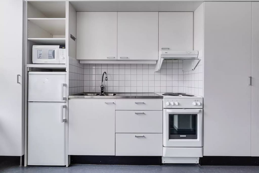 Basic kitchen, but with everything you need for preparing a good meal.