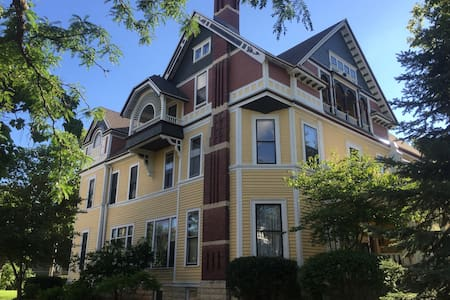 Multi-award winning B&B! - La Crosse