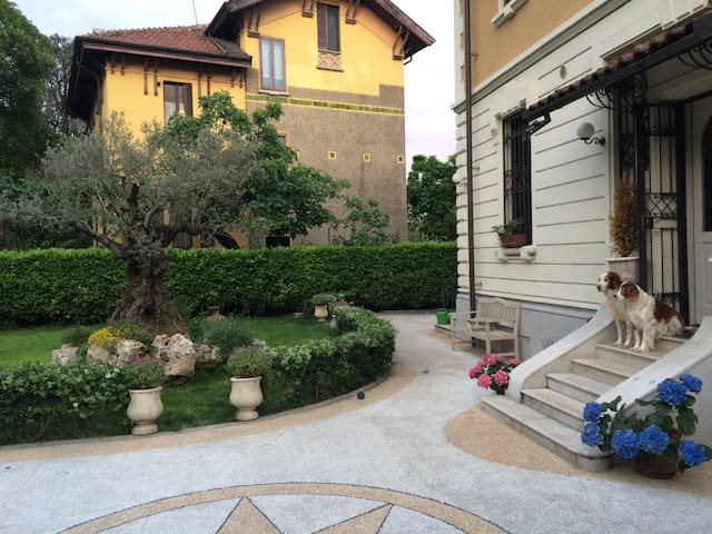 Charming double room in a villa - Milano - Villa