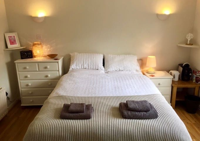 South Belfast - private annex, bedroom & bathroom.