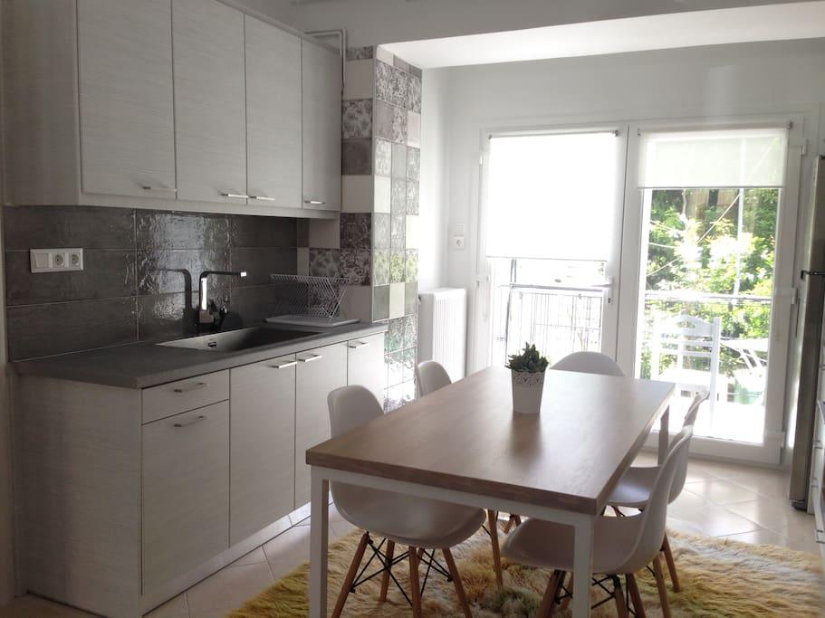Κουζίνα, πλευρα νεροχύτη / Kitchen, Sink view
