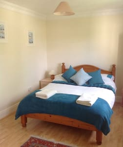 Large Double Room, Large Shared Guest Bathroom, - Hertfordshire