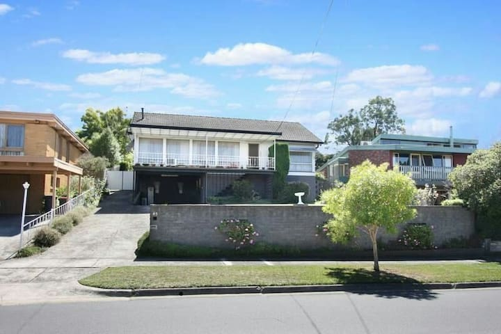 good view & sport 3 bedroom house - Mount Waverley - Villa