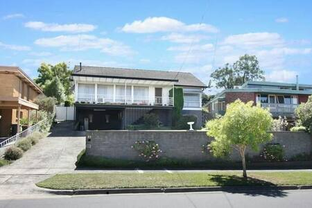 good view & sport 3 bedroom house - Mount Waverley