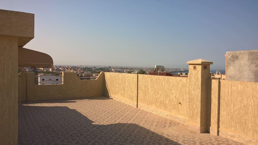 Villa avec Très grande Terrasse et superbe Vue - أسفي - Huoneisto