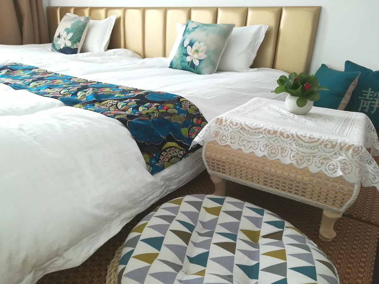 榻榻米房有两个1.2米的床垫