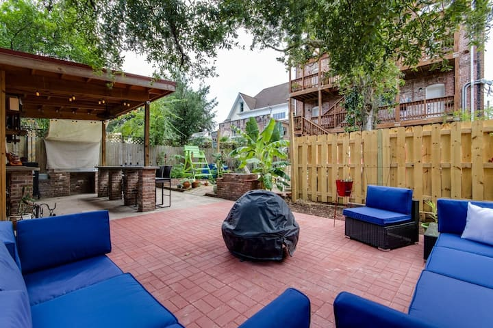 Large Loft w/ 2 Balconies, new furnishings, Perfect for a Getaway! Walk to Dining, Patio w/Grill