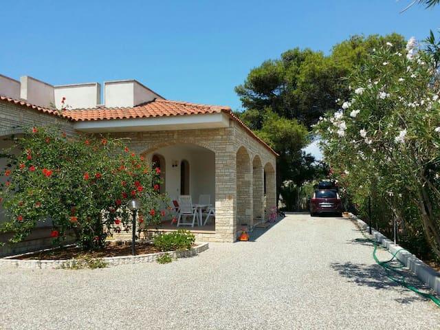 Villa in Salento - Posto Rosso         Alliste