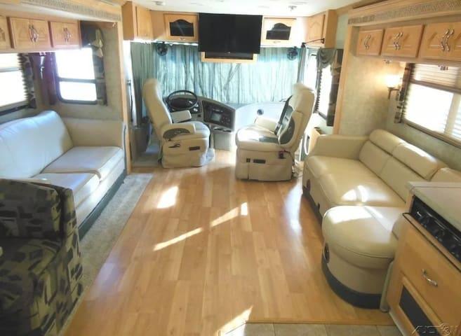 Monaco Diplomat 40ft Luxury bus/hotel on wheels