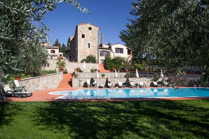 Casa torre XIIsecolo in agriturismo - Volterra - Departamento