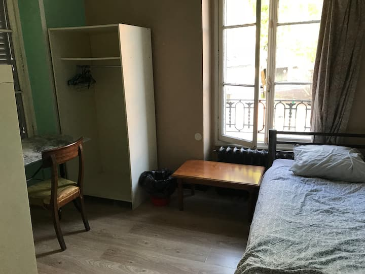 shared room student residence Paris
