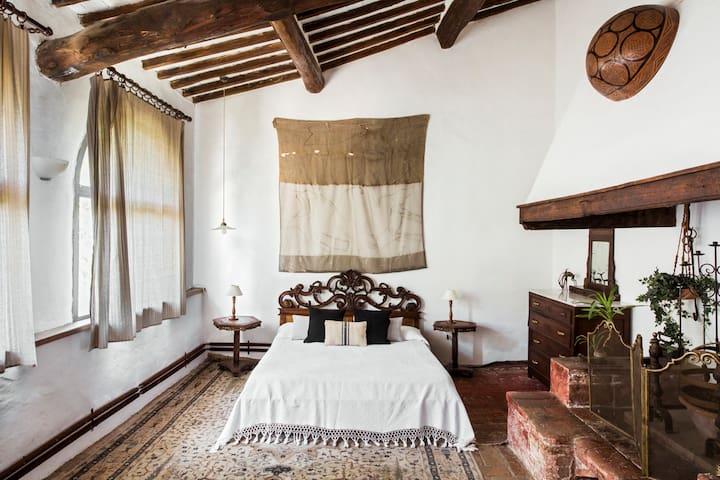 Rooms in an organic farmhouse - Monteriggioni 1.8k