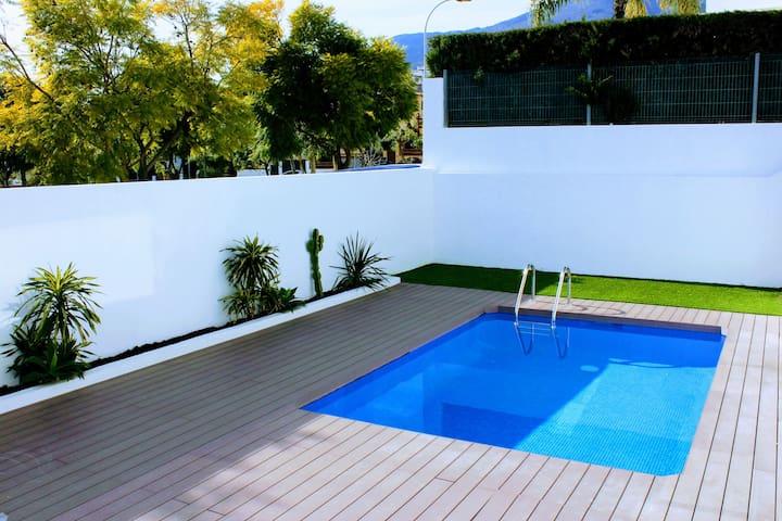Classy Suite in Modern Luxury Villa - Benalmádena - Huis