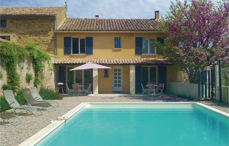 Semi-Detached with 4 bedrooms on 135 m² in Rochegude