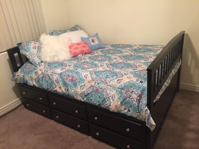 Comfy ROOM w 2 BEDS, BATH, Kitchen, AC