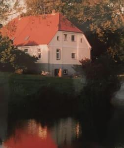 Ehemaliges Gutshaus mit viel Platz - Kröpelin - 獨棟