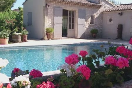 SMALL PROVENÇAL TYPICAL MAZET IN CA - Cabannes - アパート