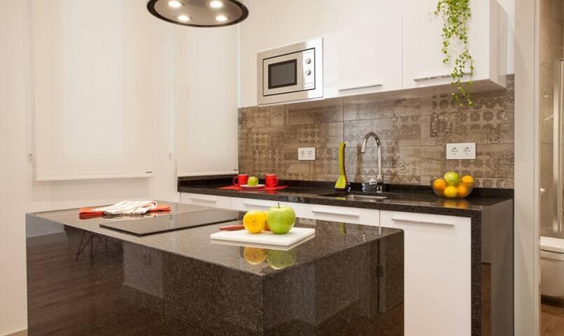 Kitchen with dishwasher & washing machine - LemonSuites Thyssen 3